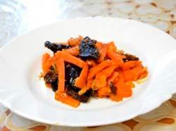 морковь с черносливом